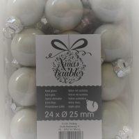 Mat witte glazen kerstballen
